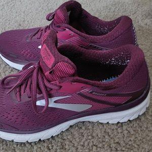 Brooks Adrenaline GTS 18 Women's Running Shoes Sz9